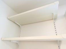 秀和恵比寿レジデンス 洗濯機置場上の棚