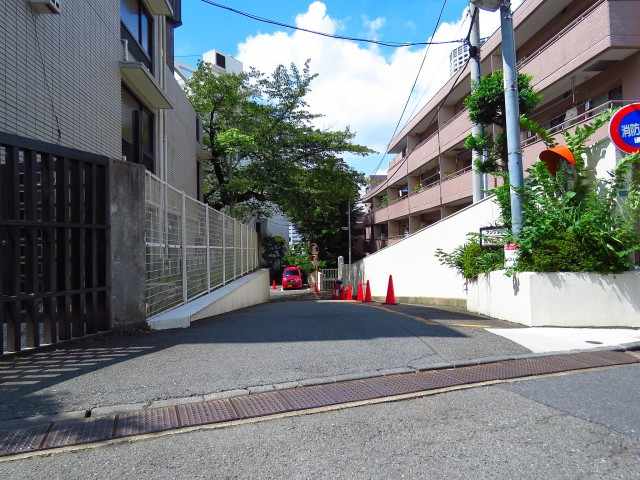 マンション恵比須苑 エントランスへ通じる通路