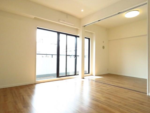 藤和ハイタウン上野 リビング+洋室