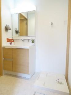 マンション大塚 洗面化粧台と洗濯機置場