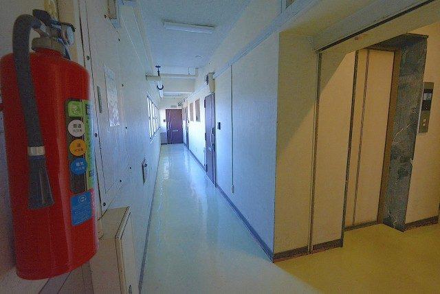第三宮庭マンション405号室 内廊