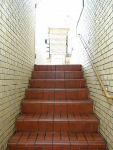 ライオンズマンション中野弥生町 共用階段