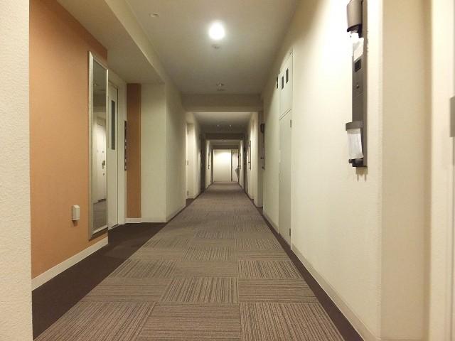 グローリオ明大前 共用廊下