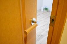 クリオ上北沢 4.5帖洋室のドア