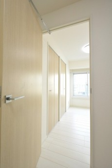 ライオンズマンション南平台 洋室①ドア
