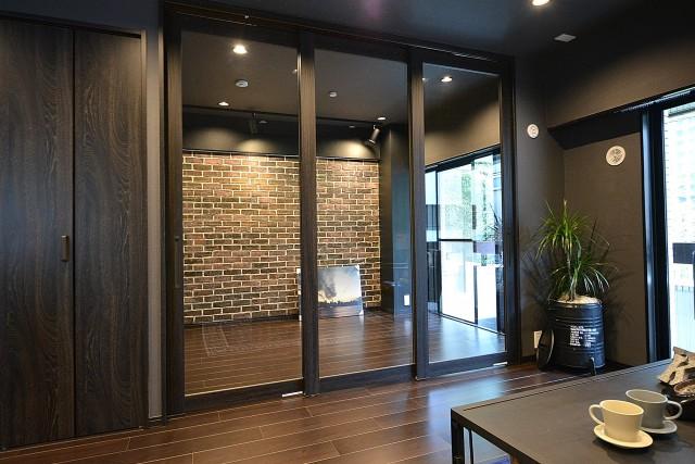 サンライン南青山ハイツ 洋室のガラス扉