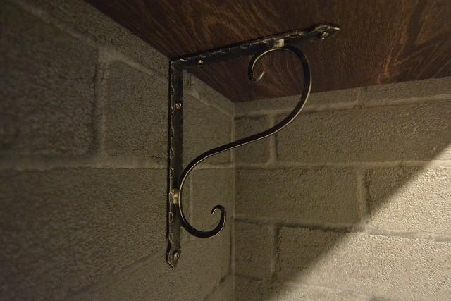 サンライン南青山ハイツ トイレ上の棚の金具