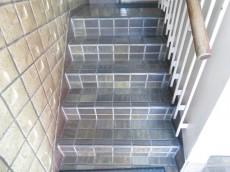 六義園サマリヤマンション 共用階段