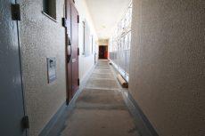 成宗マンション 玄関前 廊下