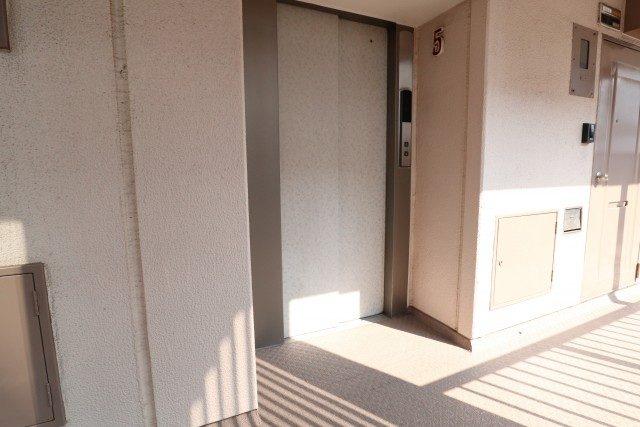 田町東豊エステート 廊下