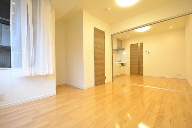 ストークビル赤坂 6.6帖洋室