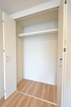 秀和高円寺レジデンス 11.0帖洋室クローゼット