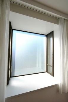 上北沢テラス 5.1帖洋室の出窓