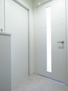 メゾン池尻 洗面室とLDK扉