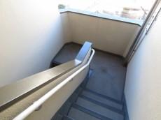 市ヶ谷第3ローヤルコーポ 共用階段