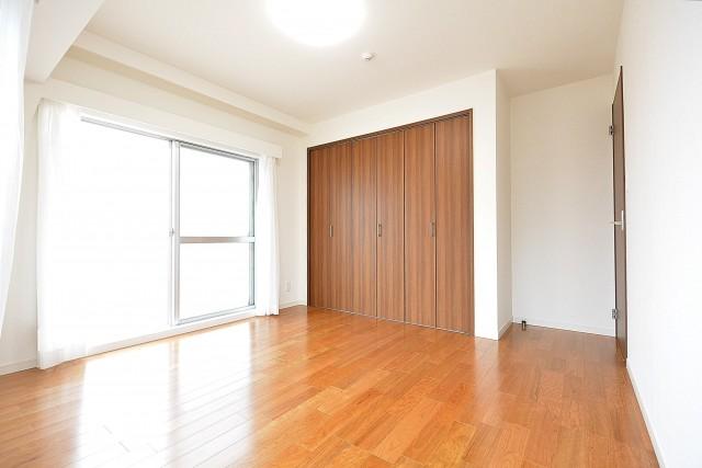 日商岩井豪徳寺マンション 6.4帖洋室
