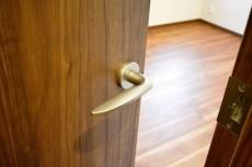 第2桜新町ヒミコマンション 6.0帖洋室ドア