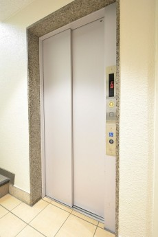 ライオンズマンション市ヶ谷 エレベーター