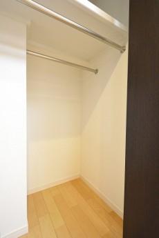 ライオンズマンション市ヶ谷 4.4帖洋室のクローゼット