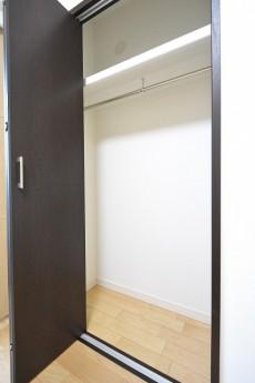 ライオンズマンション市ヶ谷 5.5帖洋室のクローゼット