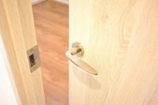 藤和シティホームズ高輪台 5.8帖洋室ドア