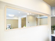 ニューハイツ田園調布 LDK壁面の鏡