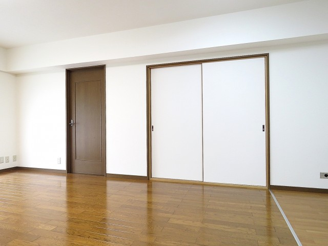 日商岩井大岡山第2マンション 和室と洋室扉
