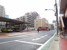 ライオンズマンション飯田橋 エントランス前道路