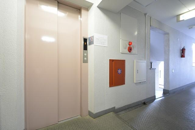 宏和マンション 玄関
