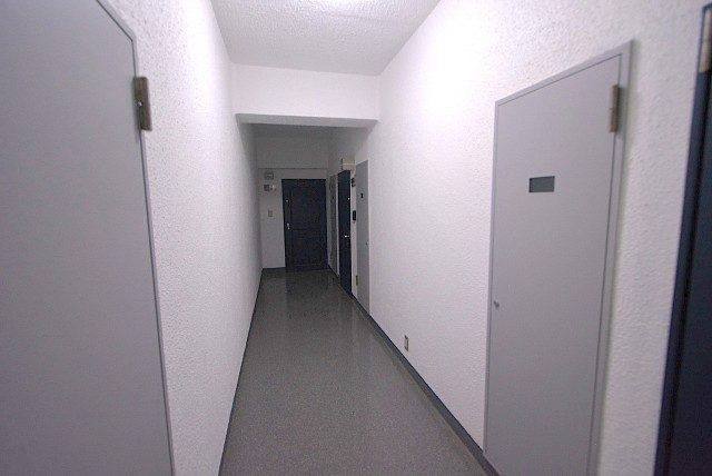 秀和第二神宮レジデンス 内廊下