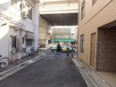 シャトレー駒沢 エントランス前道路