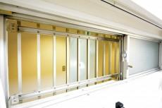 シャトー赤坂台 4.0帖サービスルームの窓