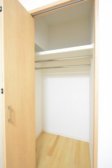 クレッセント目黒Ⅱ 4.2帖洋室クローゼット