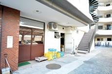 シャトー赤坂台 ゴミ置き場