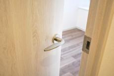 クレッセント目黒Ⅱ 5.0帖洋室ドア