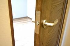 シャトー赤坂台 4.7帖洋室ドア