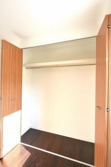 西麻布ハイツ 7.5帖洋室のクローゼット