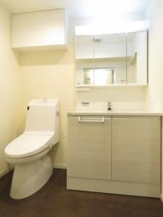 ヴェラハイツ新宿 トイレと洗面化粧台