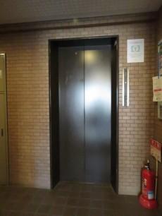ユニーブル柿の木坂 エレベーター