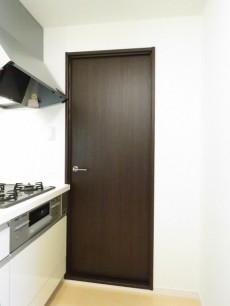 ユニーブル柿の木坂 洗面室扉