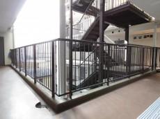 クラウン築地 共用廊下