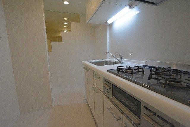 西麻布ハイツ701号室 キッチン