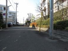 上野毛南パークホームズ エントランス前道路