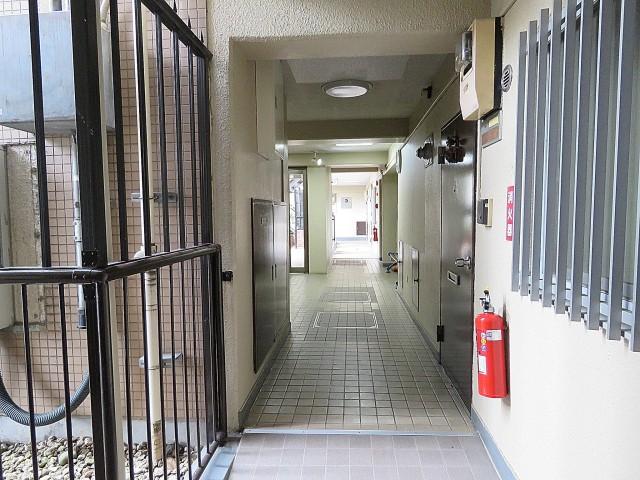 日商岩井第1玉川台マンション 共用廊下