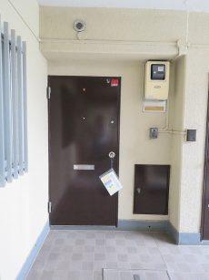 日商岩井第1玉川台マンション 玄関前