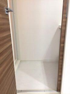 ラインコーポ箱崎 (64) 廊下突き当たり右手に洗面&UBあります