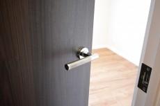 第18宮庭マンション 4.5帖洋室ドア