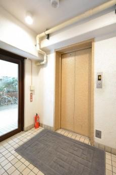 南青山ロータリーマンション エレベーターホール