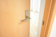 秀和第二三田綱町レジデンス 約5.0帖洋室ドア