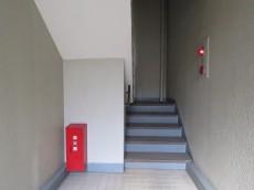 クレール八幡山 共用階段